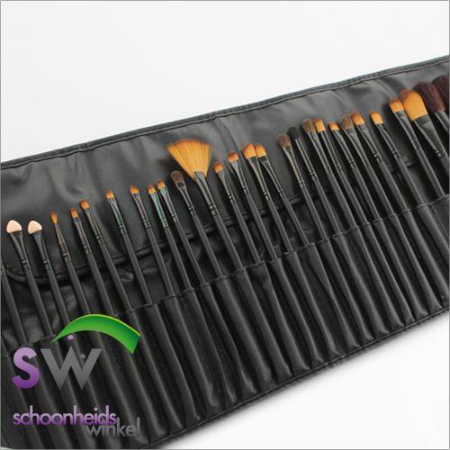 De kwastenset met 32 professionele make-up kwasten set zijn voorzien van natuurlijk haar. De kwastenset bestaat uit 32 make-up kwasten voor gezichtsmake-up