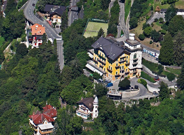 SCOALA DE FETE - engleza / franceza, activitati diverse & excursie optionala Disneyland Paris  Locatie: Scoala de fete este localizata la 2 km de Montreux intr-o vila de lux superba, cu facilitati deosebite si are o priveliste minunata spre Lacul Geneva si Muntii Alpi. Cursurile de vara combina studiul unei limbi straine (engleza sau franceza) cu o varietate de cursuri optionale, oferind o experienta educationala exceptionala. Scoala desfasoara cursuri pe tot parcursul anului.   Facilitati…