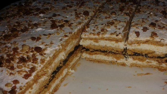 Medový moučník plněný luxusním karamelovým krémem – připravená za 20 minut! | Vychytávkov