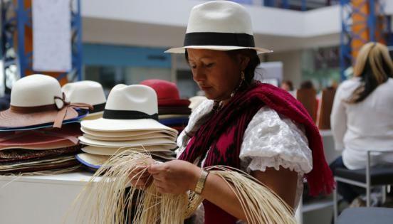 Unas de las artesanías más útiles en Oaxaca son las que se elaboran con hojas de palma. Es un proceso que toma mucho tiempo, y en el…
