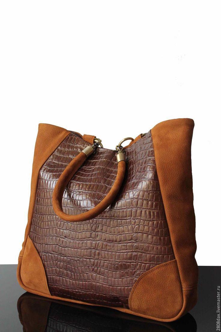 Купить или заказать Большая замшевая сумка, рыжая сумка, кожаная сумка с тиснением, сумка в интернет-магазине на Ярмарке Мастеров. Большая осенняя рыжая сумка. Удобная, на каждый день - новая вместительная модель. Толстая коллекционная мягкая замша, бархатная замша. Вставка из плотной кожи с тиснением. Спинка полностью замшевая, цельная. Декоративная отстрочка. Прочные и солидные округлые ручки из натуральной замши. Универсальный и стильный вариант для тех, кто любит все носить с собой…