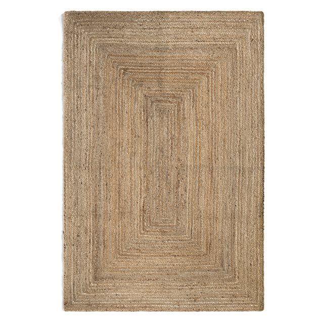 Gevlochten tapijt, authentiek en ecologisch, dit rond tapijt is in natuurlijke vezels, duurzaam en heel stevig.Eigenschappen- Fabricatie : met de hand gevlochten- Gewicht : 200g/m²- Hoogte haren : 0,8 cm Onderhoud :Regelmatig stofzuigen. Onmiddellijk de vlekken reinigen door te doppen met een vochtige propere doek. Droogkuis aangeraden. Afmetingen tapijt :Maat 1 : Breedte: 120 cmLengte: 180 cmMaat 2 : Breedte: 160 cm.Lengte: 230 cmMaat 3 : Breedte: 200 cmLengte: 290 cm.Levering aan huis na…