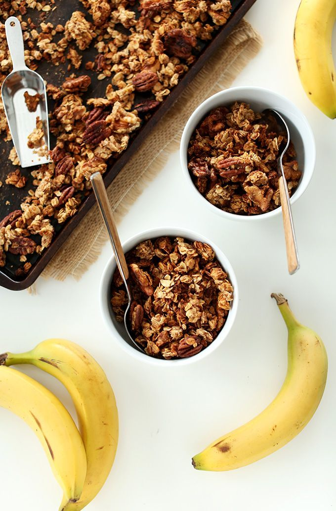 Banana Bread Granola with Walnuts and Flax | MINIMALISTBAKER.COM #healthy #vegan #glutenfree
