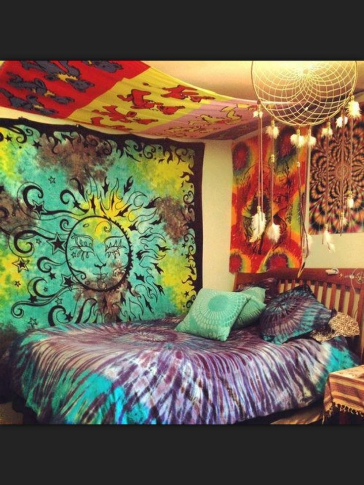 17 best ideas about tie dye tapestry on pinterest tie for Decoration chambre hippie