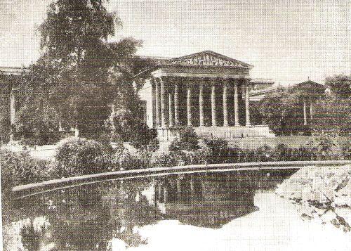 a Szépművészeti Múzeum az 1930-as években, a Hősök teréről - Budapest