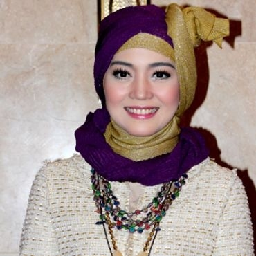 Nuri Maulida, 27 tahun, adalah salah satu aktris sinetron yang menjalankan kewajiban syuting tapi tetap bisa tampil cantik.    Berikut cara dia menjaga dan merawat kecantikannya sebagai pernah dimuat di majalah Hello! Indonesia:    Baca selengkapnya di: http://www.tentangwanita.net/2013/05/info-kecantikan-cara-nuri-maulida.html
