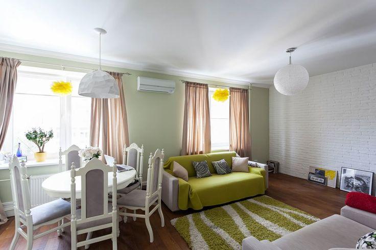 Гостиная. Белая кирпичная стена + салатовый.