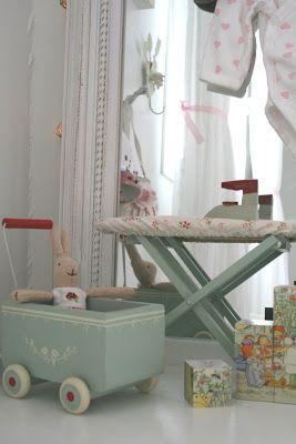 Et vakkert jenterom i duse pasteller og hvitt! : Foreldremanualen