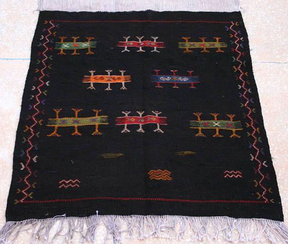 Schwarzer Kelim Teppich, Bestickter Kelim Teppich, Teppich, Marokkanischer Teppich, Wandbehang, 90 x 100