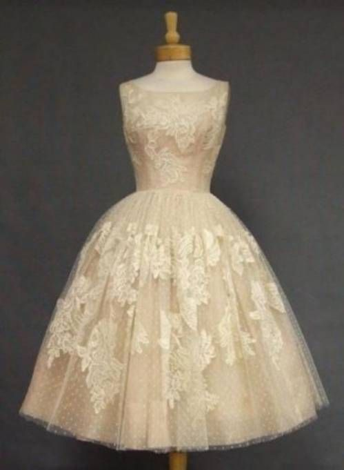 This would make a really cute flower girl dress.