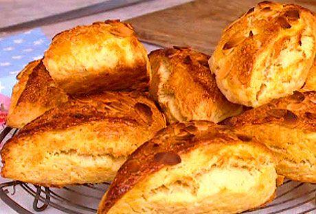 Överraska med klassiska scones. Går snabbt att svänga ihop och doftar härligt på frukostbrickan.