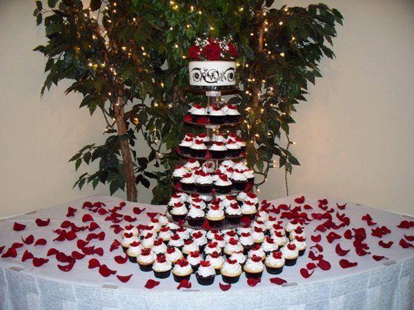 Modern Black Red White Cupcakes Garden Spring Summer Winter Wedding Cakes Photos Pictures Weddingwire