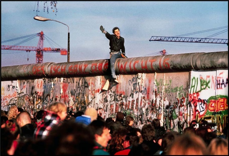 The fall of the Berlin Wall. November 1989 © Peter Turnley