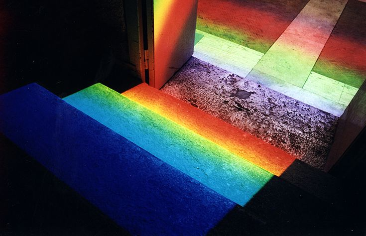 <p>German artist, Peter Erskine, based in California created these amazing light spectra, whose intensely project bright rainbow colors on the facades of various historical sites around the world (mos