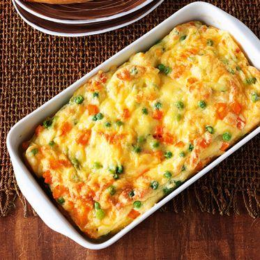 Kartoffelauflauf mit Erbsen und Möhren