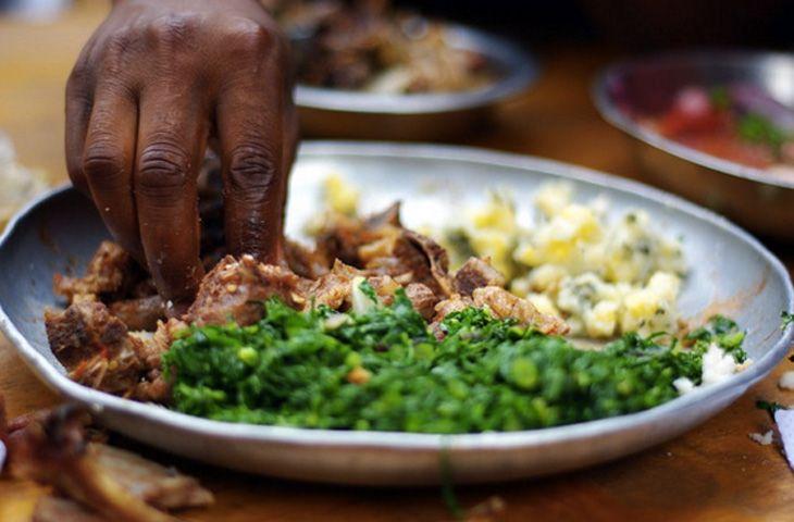 30 главных национальных блюд разных стран мира. Традиционное блюдо кенийской кухни представляет собой стейк (няма), который подают с гарниром ирио, состоящим из картофельного пюре, горошка, масла и кукурузы.
