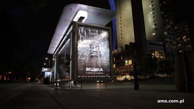 """Film """"Mumia"""" z drukiem soczewkowym na przystankach AMS (United International Pictures, czerwiec 2017)"""