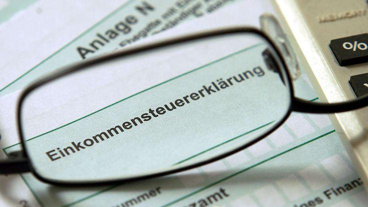 München - Die jährliche Steuererklärung treibt vielen Arbeitnehmern den Schweiß auf die Stirn. Die tz zeigt Tipps und Tricks, wie Sie möglichst viel Geld sparen können. Lesen Sie hier Teil II der Serie: