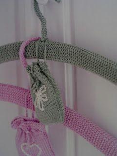 Homemade by Ros Badger: Knitted coat hanger pattern