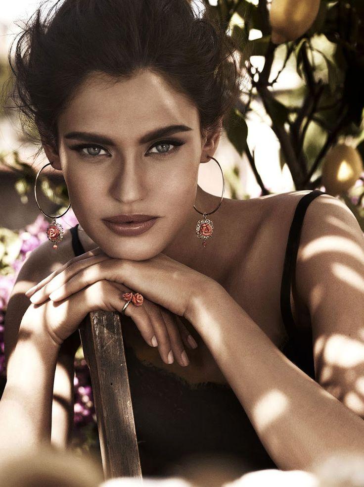 Ad Campaign:Dolce  GabbanaJewellery 2012 Model:Bianca Balti Photography:Giampaolo Sgura