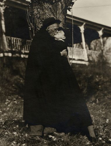 """A long time love - Alfred Stieglitz and Georgia O'Keeffe, 1929. A volume of the love letters the two exchanged between 1915 and 1933 has just been published...""""My Faraway One"""" definitely on my READ ME list!"""