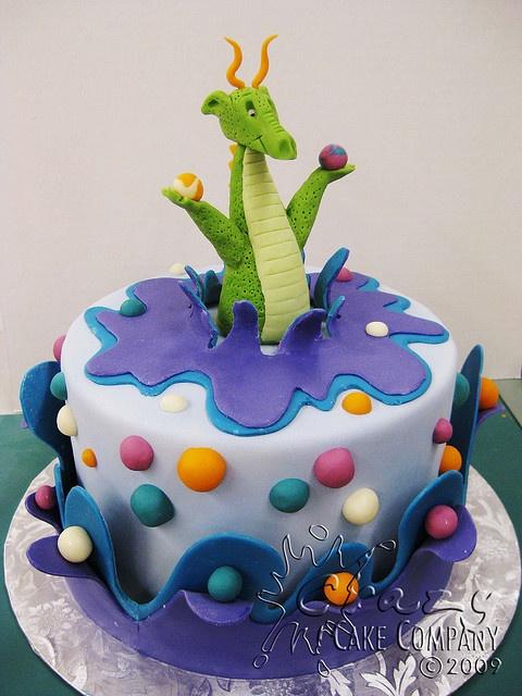 Dragon cake! Cute!!