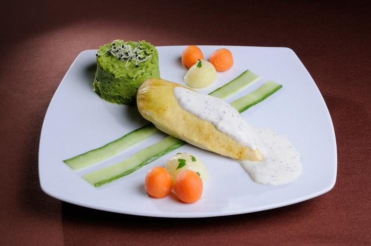 GUSTARE CALDA - Piept de pui la cuptor cu sos de gorgonzola* Noisette de cartofi si morcovi cu verdeturi * Piure de mazare zdrobita