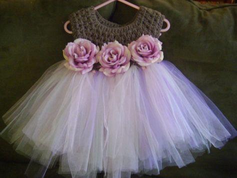 tül detaylı örgü bebek elbise modeli