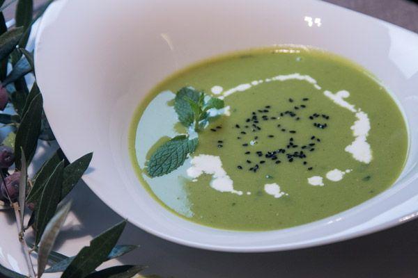 Σούπα με αρακά, μέντα και μπέικον - Pea soup with bacon and mint!
