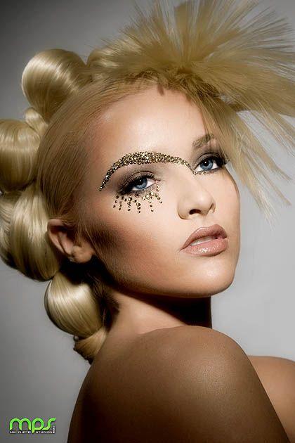 gold makeup: Crazy Hair, Eye Makeup, Makeup Artists, Hairmakeup, Hair Makeup, Makeup Eye, Creative Makeup, Makeup Looks, Glitter Eye