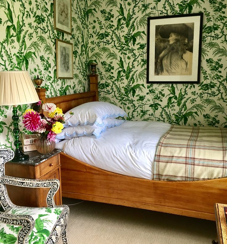 Bedroom Decor Wallpaper Small Bedroom Chairs For Adults Bedroom Decorating Ideas India Bedroom Bin Amazon: Best 25+ Very Small Bedroom Ideas On Pinterest