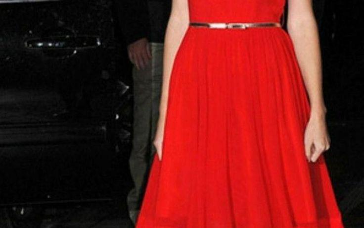 Tolles rotes Kleid kombinieren ▷ 1001 Ideen für rotes Kleid   – Abendkleider … – Kleid ideen