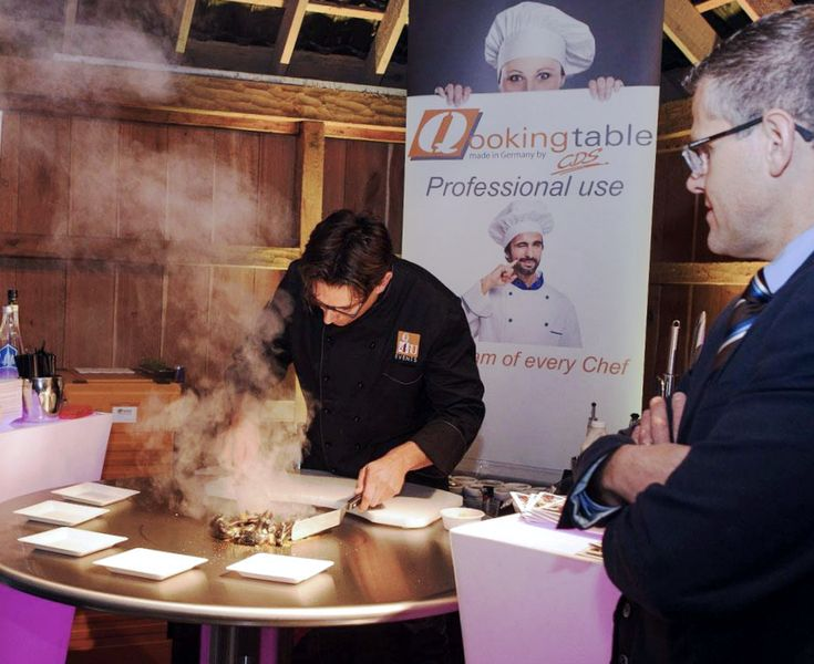 Our friends over at Qookingtable create amazing meals and beautiful presentations on the Cook-N-Dine Teppanyaki. Putting that magic to use!