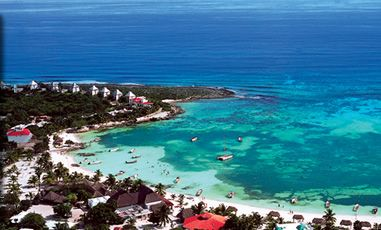 Akumal Bay, the best place in MX to swim with Sea Turtles