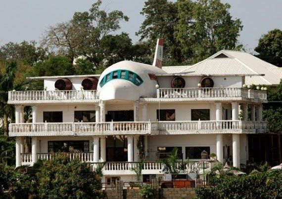 Airplane House... because sometimes you just need to live in a house and an airplane all at the same time