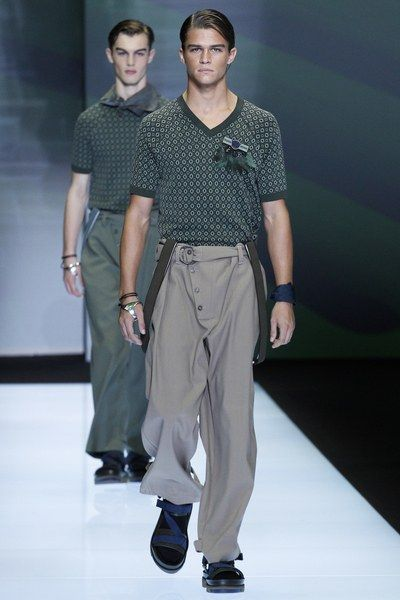 See the complete Emporio Armani Spring 2017 Menswear collection.