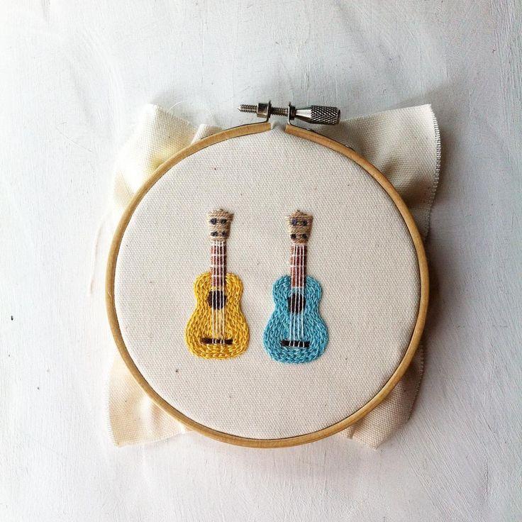 いいね!277件、コメント13件 ― コドモノテさん(@kodomono_te)のInstagramアカウント: 「ウクレレの刺繍ブローチ作っています。昔つくったものよりひとまわり小さくしてみました。 #embroidery #handmade #handembroidery #needlework…」