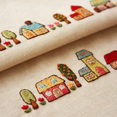 家の刺繍 . #刺繍#手刺繍#embroidery#家#手芸#カラフル#broderie#자수#bordado#вишивка#ricamo#stitching