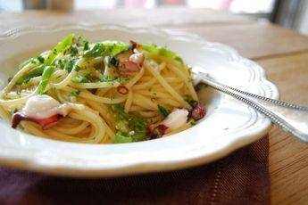 Una pasta veloce da preparare e dal sapore estivo, un primo piatto adatto a pranzi in compagnia di amici.