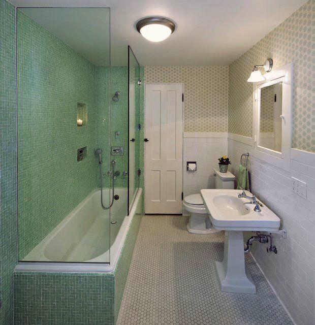 19 Schmale Badezimmer Designs Die Jeder Sehen Muss In 2020 Kleines Schmales Badezimmer Traditionelle Bader Badezimmer Innenausstattung