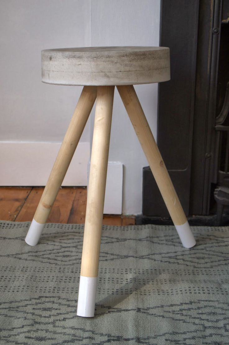 nostalgiecat: Concrete stool...DIY