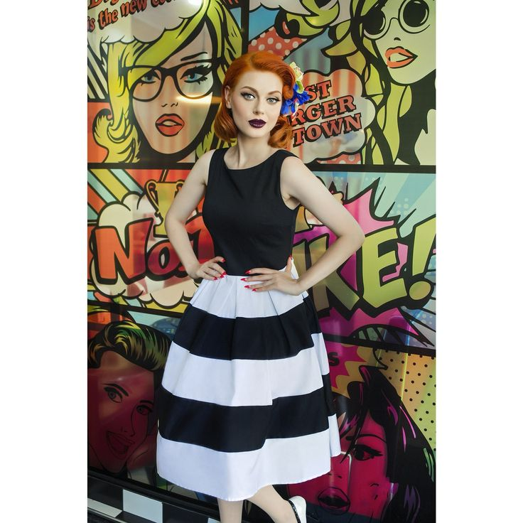 Precioso vestido muy favorecedor Anna Rockabilly a rayas, de estilo vintage presenta un sencillo escote redondo, una falda a rayas y pliegues en la cinturilla, cierre oculto con cremallera y está echo de algodón suave y elástico.