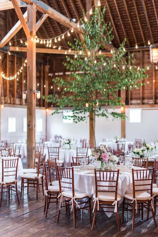 String light farm wedding decor: http://www.stylemepretty.com/2015/12/23/gedney-farm-massachusetts-wedding/ | Photography: Leila Brewster - http://leilabrewsterphotography.com/