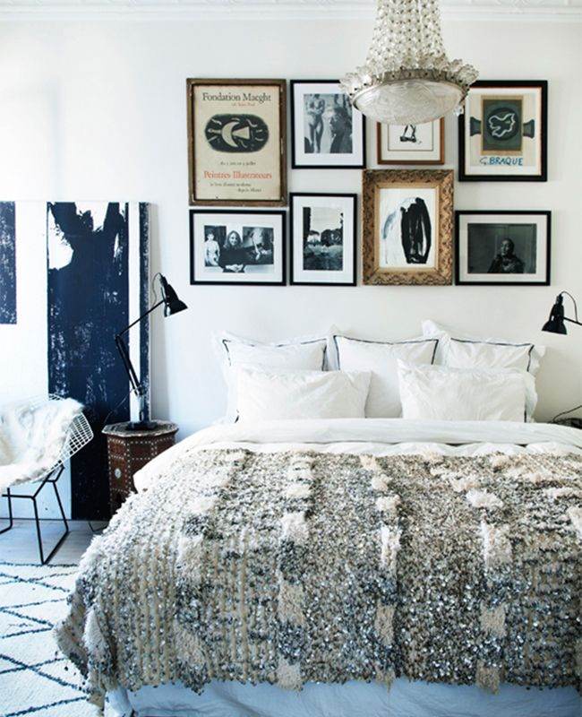No headboard needed! ~Annie~ Incredibly Chic Alternatives to the Traditional Headboard