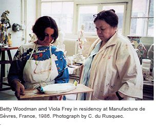 Betty Woodman and Viola Frey in residency at Manufacture de Sèvres, France, 1986. Photo credit: C. du Rusquec.