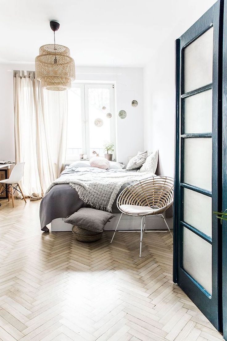 While yesterday's home was beautiful in all it's muted, monochrome glory, the deep, rich blues and emerald greens in this home in Krakow, ...