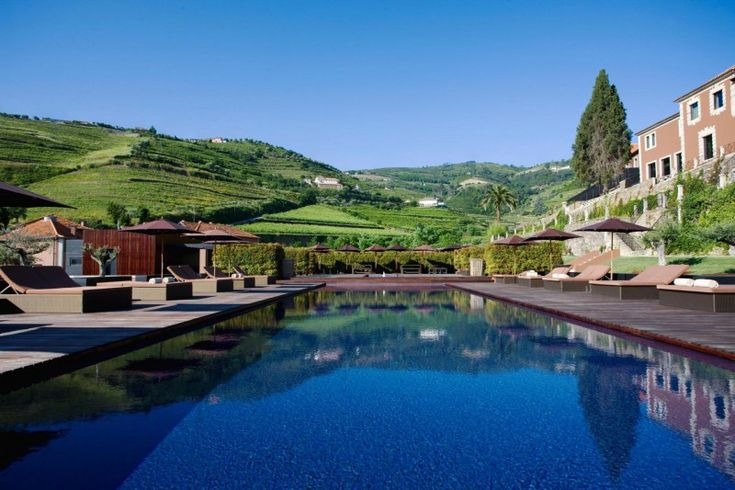 Six-Senses-Douro-Valley-the-pool.jpg (800×533)