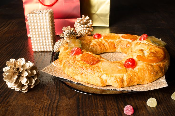 Te pasamos esta receta fácil de roscón de Reyes para que este año seas tú el que lo prepare en casa. Te iremos indicando paso a paso los ingredientes a mez