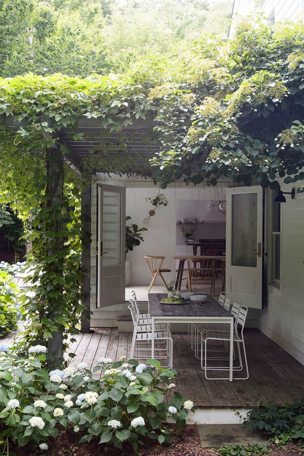 A Renovated Hamptons Home With A Scandinavian Vibe The Style Files Modern Backyard Backyard Hamptons House
