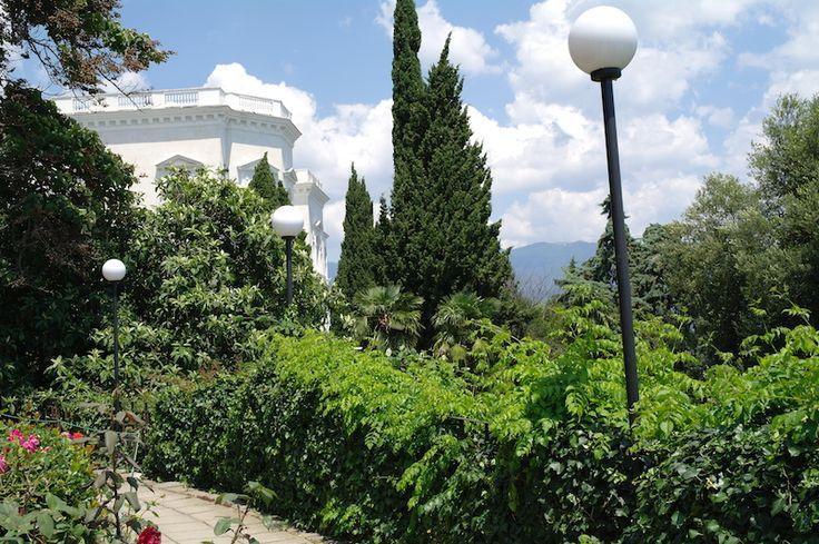 Ливадийский дворец- это еще и великолепный парк и виды на море